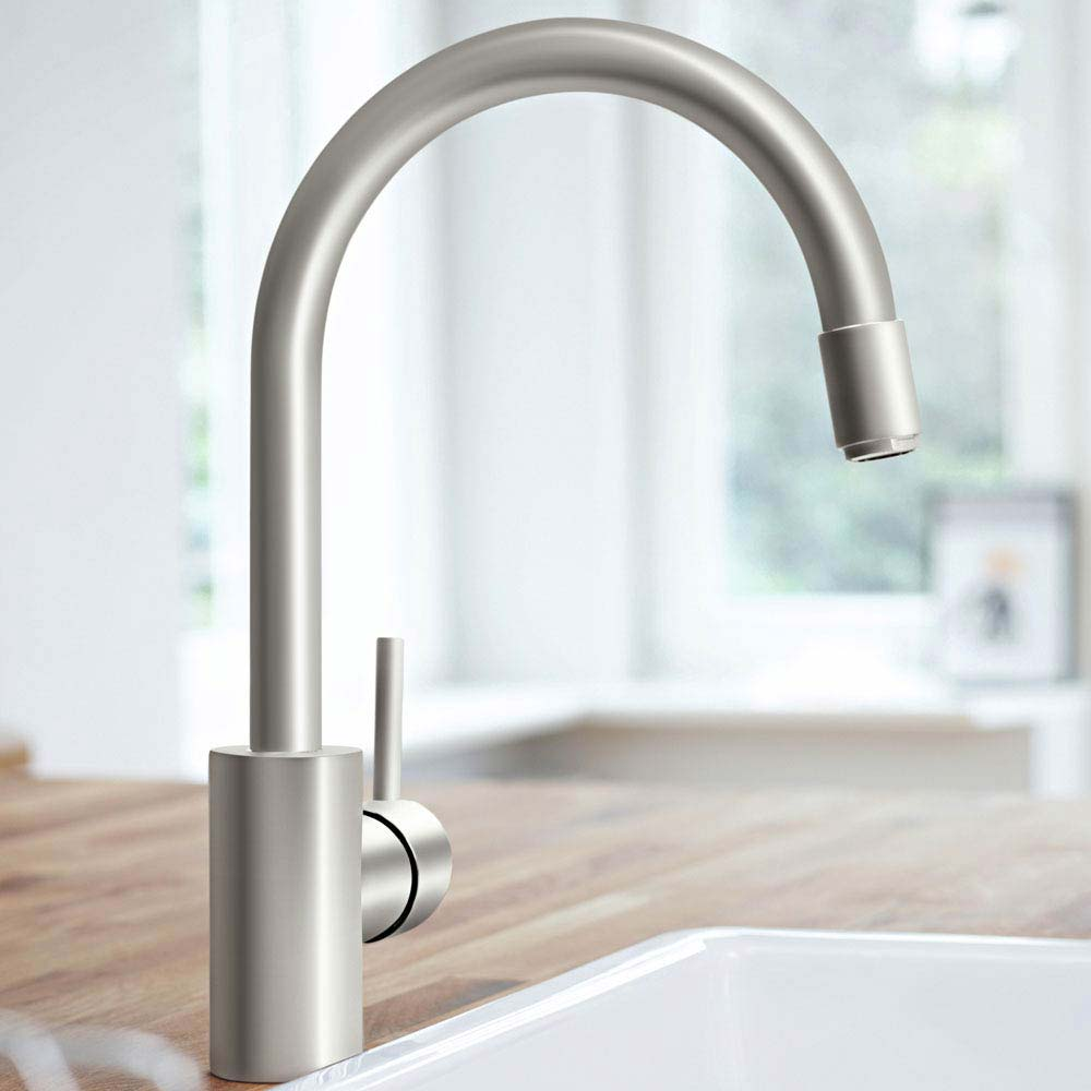 GROHE Concetto Kitchen Sink Mixer with Pull Out Spray - SuperSteel - Intalled on to a wood effect kitchen worktop with a butler sink.