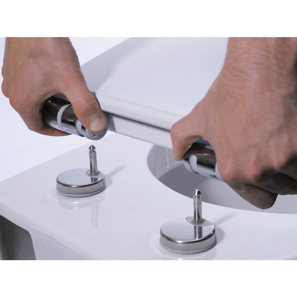 Roper Rhodes Elite Soft Close Toilet Seat Feature Large Image