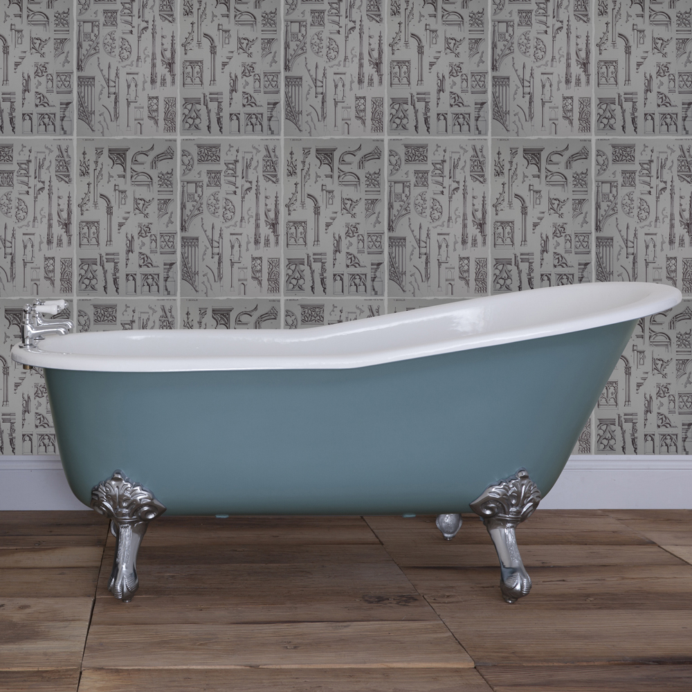 JIG Beaulieu Cast Iron Roll Top Slipper Bath (1720x740mm) with Feet In Bathroom Large Image