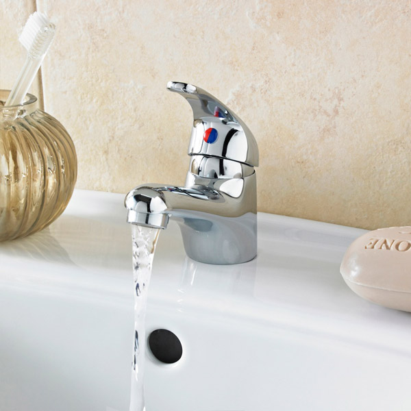 Modern Single Lever Basin Tap in Chrome