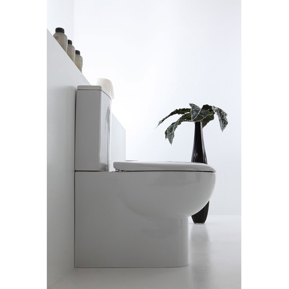 Bauhaus - Wisp Close Coupled Toilet with Soft Close Seat In Bathroom Large Image