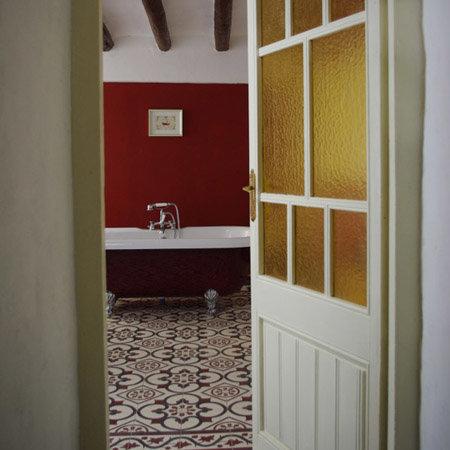 Agnieszka Lisiecka's Beautiful Burgundy Bathroom